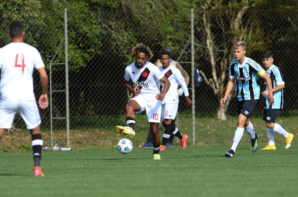 MT marcou belo gol de falta pelo Vasco contra o Grêmio no Brasileiro Sub-20 — Foto: Rodrigo Fatturi/Grêmio