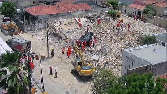 Bombeiros encontram corpo de oitava vítima de desabamento de edifício em Fortaleza