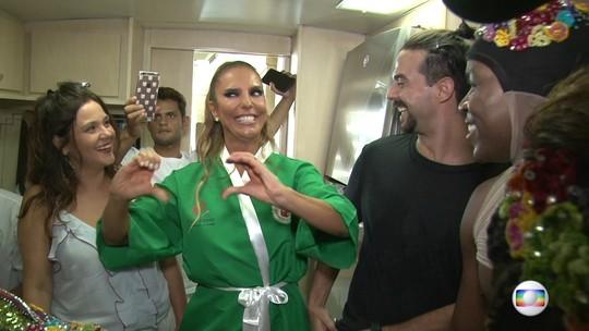 RJTV acompanha Ivete Sangalo nos bastidores do desfile da Grande Rio