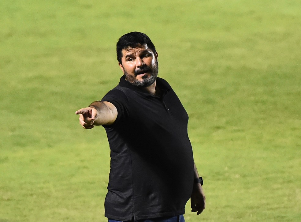 Treinador não continua no clube em 2021 — Foto: André Durão/ge