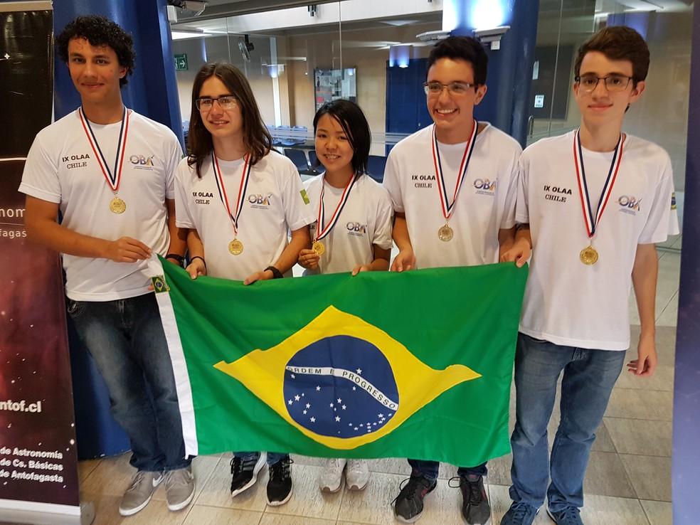 Brasileiros na OLAA - da direita para esquerda - Henrique, Fernando, Miriam, Danilo e Bruno (Foto: Divulgação)