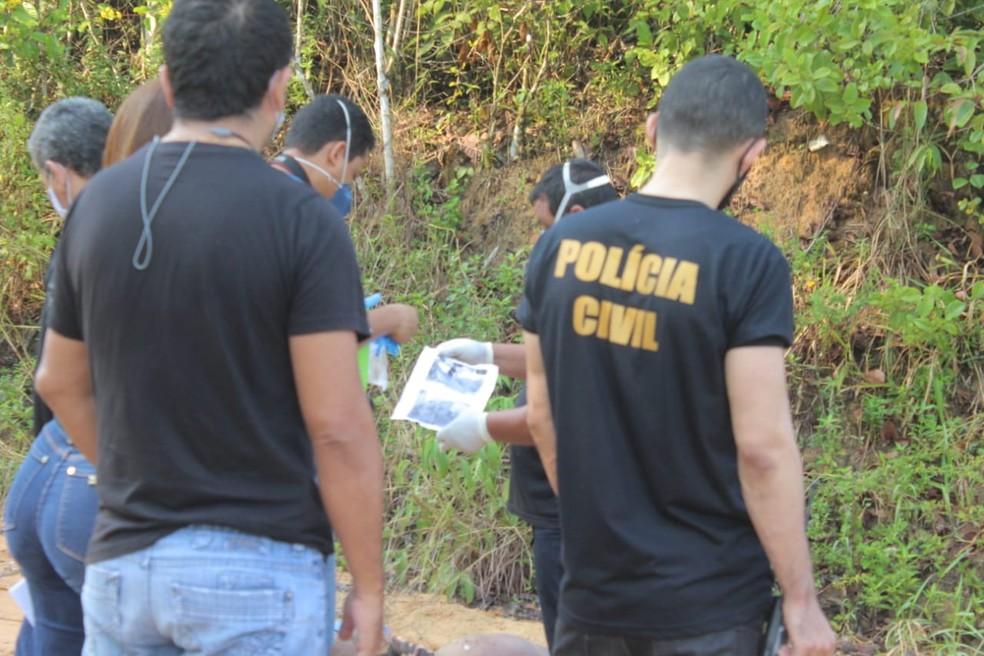 Bilhete foi deixado ao lado de cadáver. — Foto: Eliana Nascimento/G1 AM