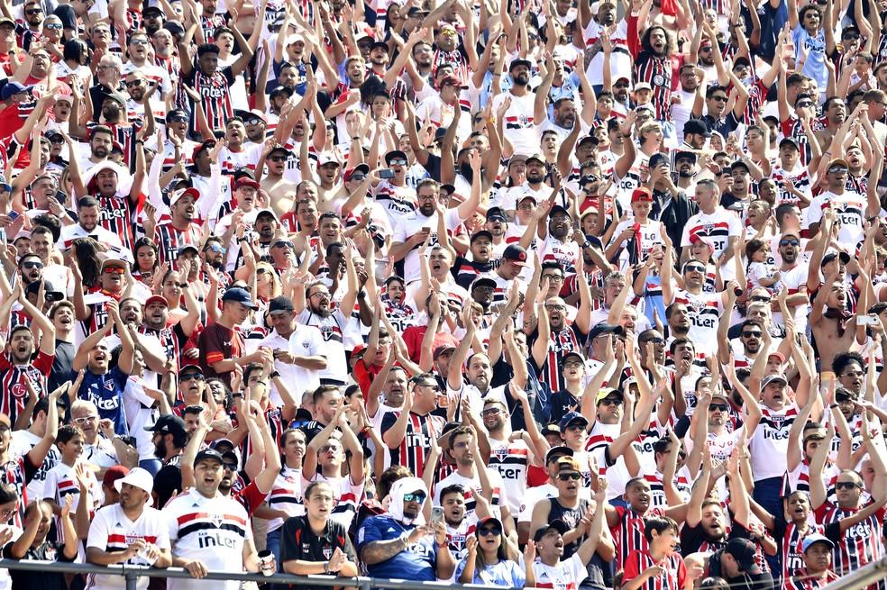 Torcida do São Paulo pode comprar ingressos para jogo contra o CSA no Morumbi — Foto: Marcos Ribolli