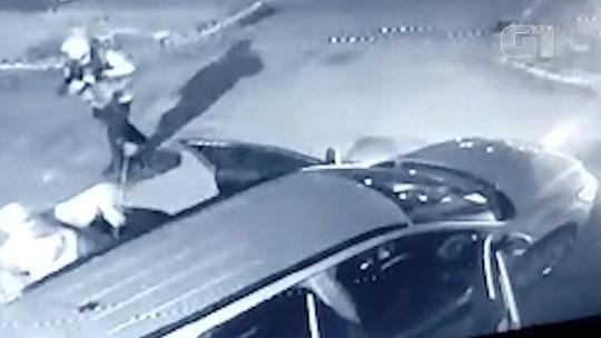 Grupo fortemente armado invade cidade, fecha rodovia e explode banco no sul da Bahia; vídeo flagra