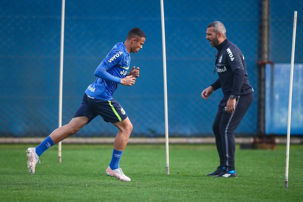 Vanderson, de 20 anos, desbancou o experiente Rafinha na lateral direita — Foto: Lucas Uebel / Grêmio FBPA