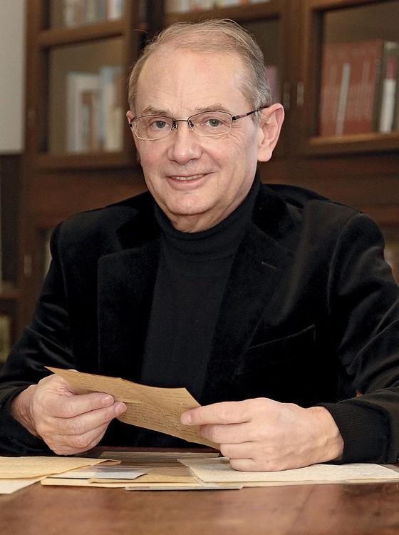 Berthault, o organizador do livro. Seu agente afirma que uma perícia garante que as cartas eróticas são autênticas (Foto: Divulgação | Versilio/Divulgação)