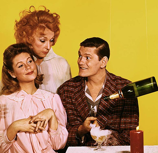 Elizabeth Montgomery, Agnes Moorehead, e Dick York em 'A Feiticeira' (1964) (Foto: Divulgação)