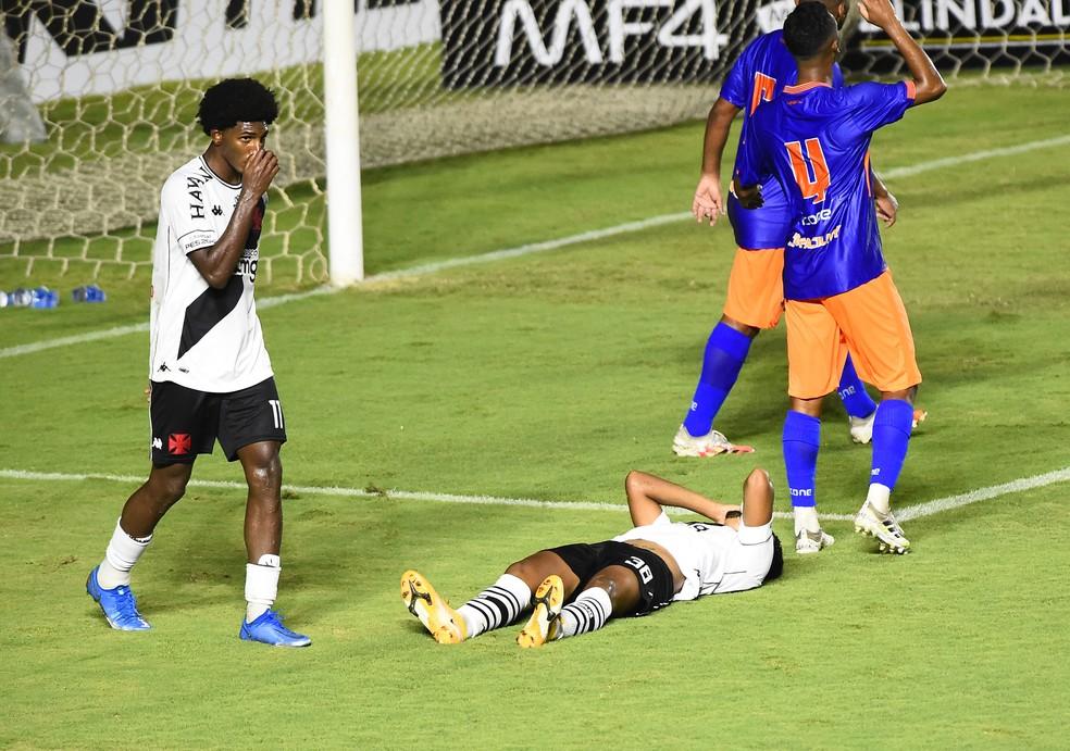 Vasco não teve fôlego para buscar a vitória no segundo tempo — Foto: André Durão