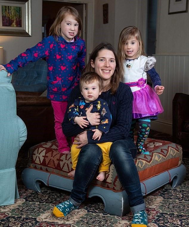 Katie Musgrave e os filhos (Foto: Facebook)