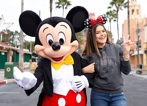 Mickey Mouse e Maisa posam na Sunset Boulevard no Disney´s Hollywood Studios (Foto: Charlene Guilliams/ Walt Disney World Resort)