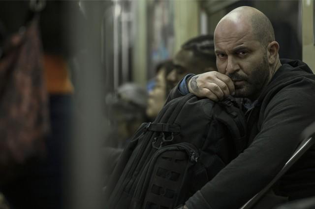 Lior Raz como Segev Zulai na série 'Hit & run'  (Foto: Jojo Whilden/Netflix)