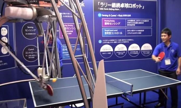 Robô faz leituras de velocidade e movimentos para jogar pingue-pongue (Foto: Divulgação)