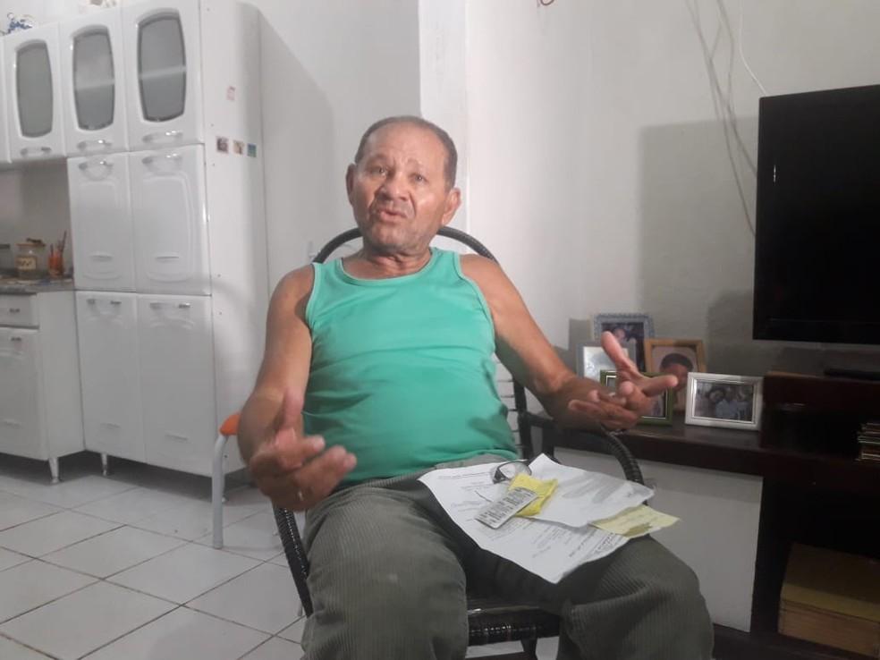 José Alves de Menezes, de 72 anos, disse que médica rasgou receita após ele declarar que votou em Haddad — Foto: Heloisa Guimarães/Inter TV Cabugi