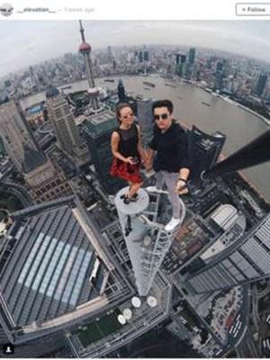 Pesquisadores estão desenvolvendo app que alertará sobre risco de selfies. (Foto: Reprodução/BBC)