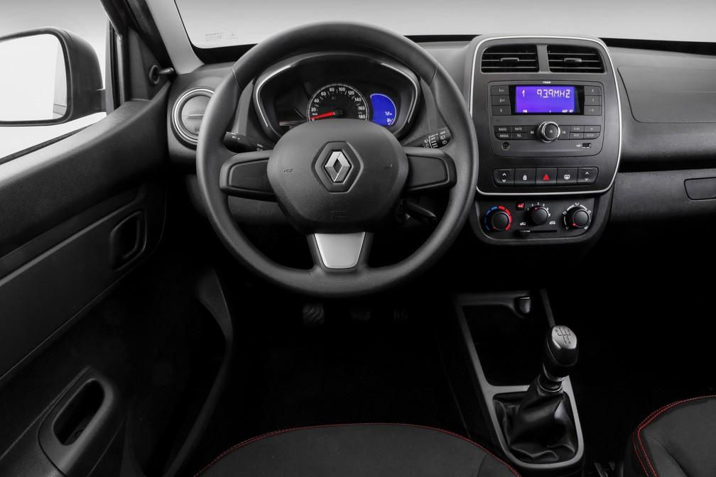 Interior do Renault Kwid Zen não tem o mesmo acabamento do topo de linha Intense (Foto: Divulgação)