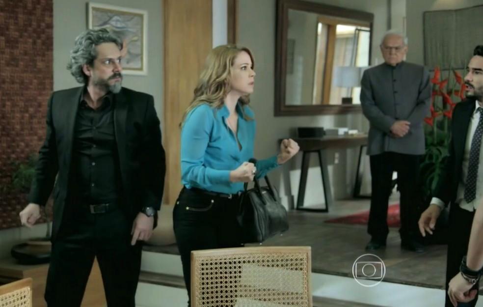 Cristina (Leandra Leal) interrompe briga de Maria Marta (Lilia Cabral) e José Alfredo (Alexandre Nero), e dá lição de moral na família - 'Império'- 'Império' — Foto: Globo