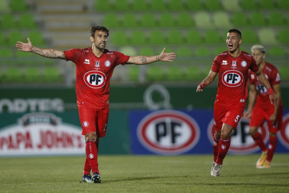 Valdivia comemora gol do Unión La Calera sobre o Santiago Wanderers — Foto: AFP