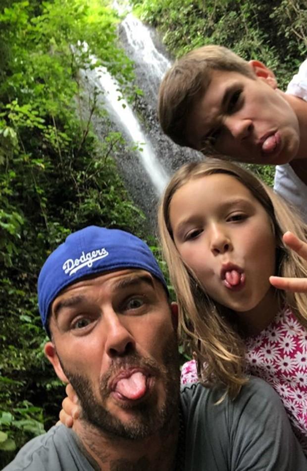 David Beckham faz caretas ao lado de Harper e Romeo (Foto: Reprodução/Instagram)