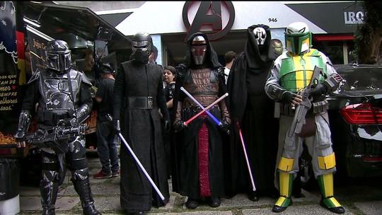 Fãs se reúnem para celebrar o universo de Star Wars