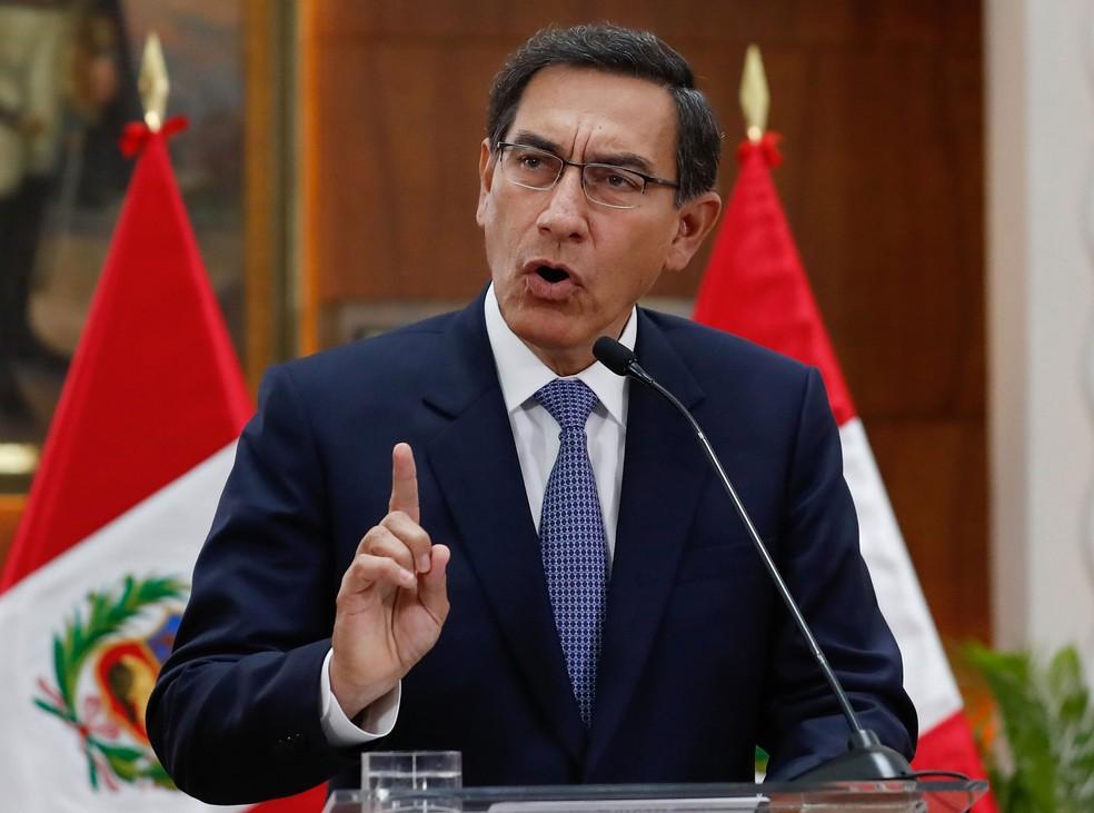Presidente do Peru, Martin Vizcarra, transmitiu mensagem televisionada na sexta-feira (27)  — Foto: Renato Pajuelo / Andina / AFP