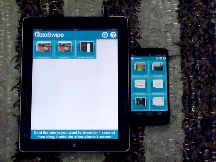 Coloque os dispositivos iOS e Android lado a lado com o FotoSwipe aberto  (Foto:  Reprodução/Paulo Alves)