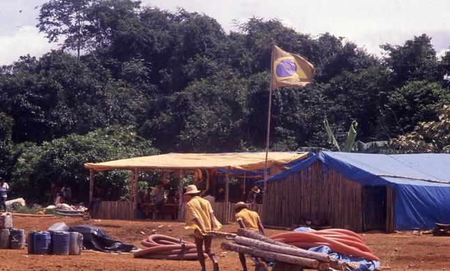 Garimpo ilegal na área dos Yanomamis, em 1989: desmatamento
