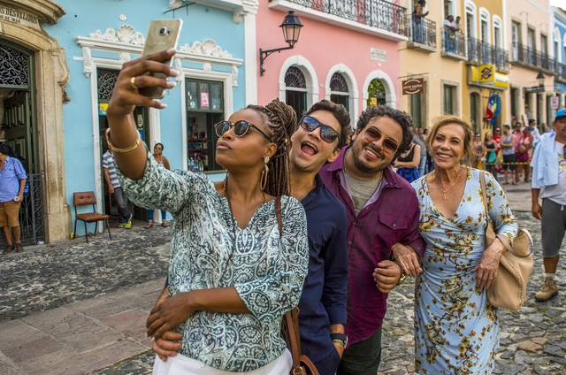 Roberta Rodrigues, Armando Babaioff, Luis Lobianco e Arlete Salles nos bastidores de 'Segundo Sol' (Foto: João Cotta/TV Globo)