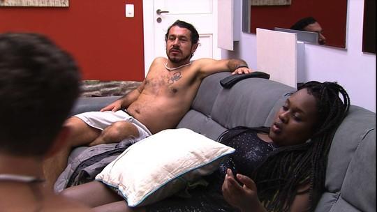 Roberta fala sobre Marcos: 'Beijou com essa boca de sapo e não vai virar principe'
