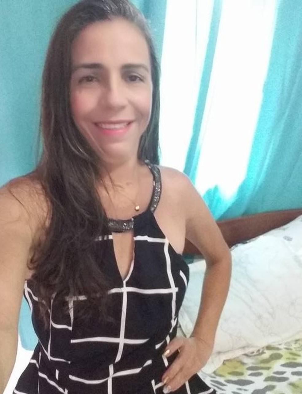 Domingas Cecília, de 49 anos, era doméstica e estava indo trabalhar quando foi assassinada — Foto: Arquivo pessoal