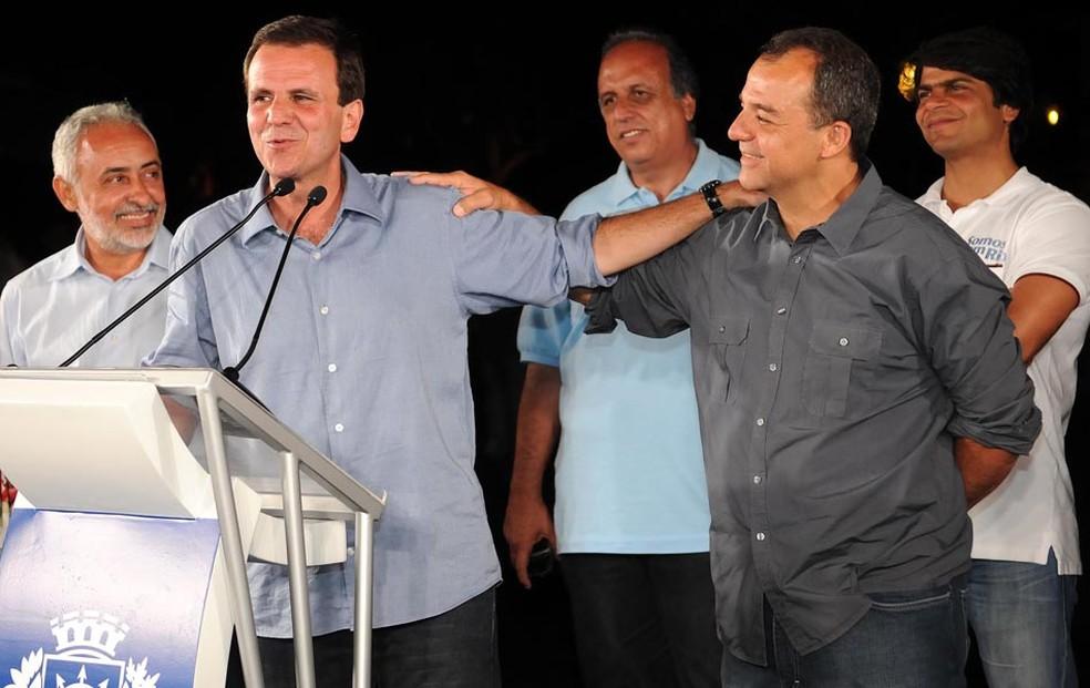 Eduardo Paes e Sérgio Cabral em evento — Foto: Alexandre Durão / G1