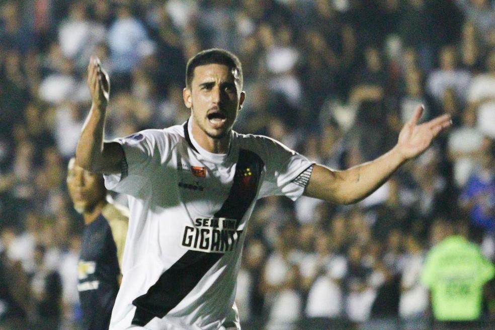 Galhardo, destaque do Vasco no jogo, comemora seu gol, o único do time na partida (Foto: RUDY TRINDADE/FRAMEPHOTO/ESTADÃO CONTEÚDO)
