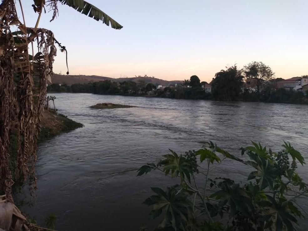 Bombeiros fazem buscas por adolescente que desapareceu no rio Paraíba em Guaratinguetá — Foto: Defesa Civil/Divulgação