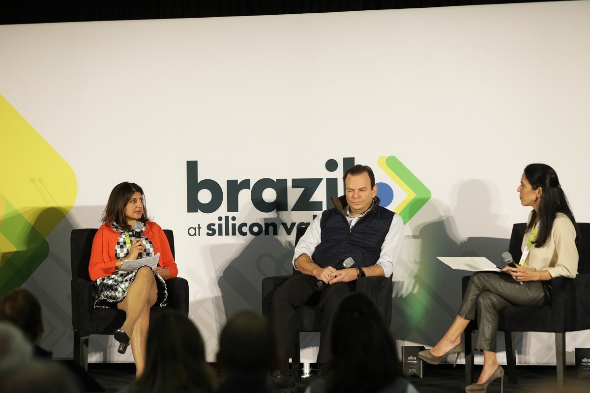 Bina Kalola, diretora geral do Bank of America Merril Lynch (esquerda); Roberto Sallouti, CEO do BTG Pactual;   e Veronica Serra, sócia-fundadora do Innova Capital, no Brazil at Silicon Valley (Foto: Divulgação)