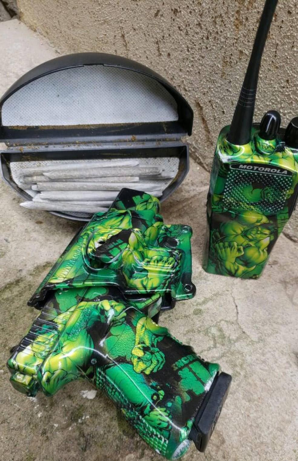 O kit de arma que pertencia aos traficantes da Ilha do Governador — Foto: Divulgação