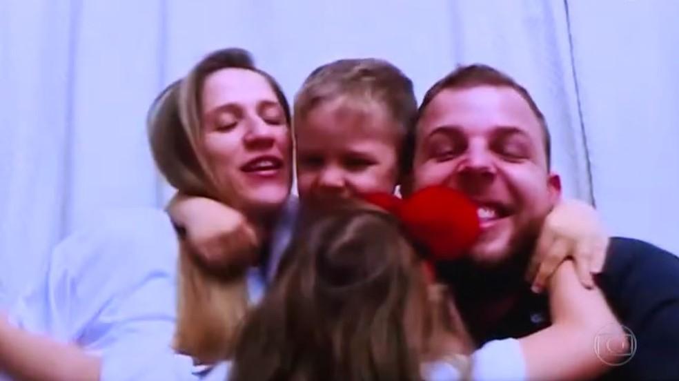 Misael e Carolyne também são pais de Manuella, de 7 anos, e de Davi, de 6 — Foto: Reprodução/TV Globo
