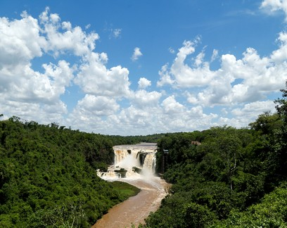 De rio poderoso a fio de água barrenta, Paraná aciona alarme climático