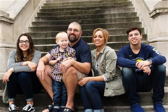 Nicole, Eric e parte da família (Foto: Reprodução)