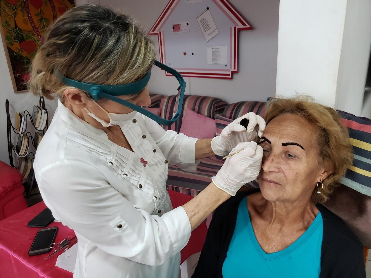 Pacientes com câncer de mama têm serviços gratuitos em ONG de Cabo Frio - Notícias - Plantão Diário