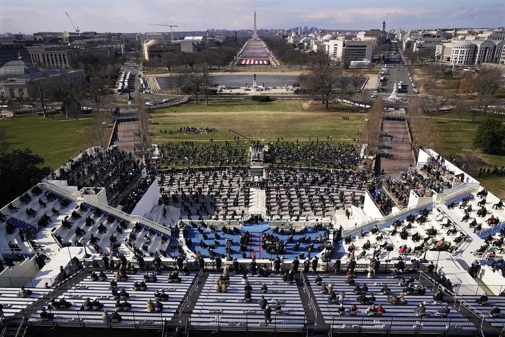 Convidados e espectadores participam da 59ª posse presidencial do presidente Joe Biden no Capitólio dos EUA, em Washington, nesta quarta-feira (20)   — Foto: Susan Walsh/Pool via AP