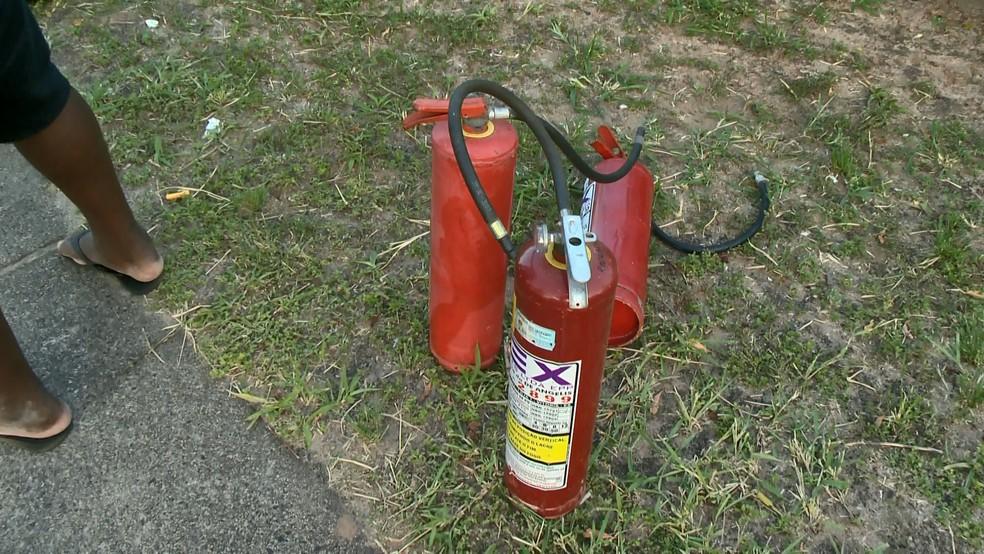 Passageiros dizem que Rodosol só tinha três extintores para combate ao incêndio, em Guarapari — Foto: Reprodução/ TV Gazeta