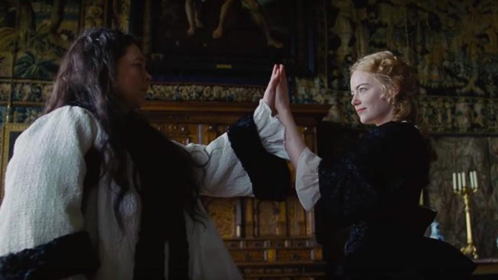 'The Favourite' tem Olivia Colman e Emma Stone no elenco (Foto: Divulgação)