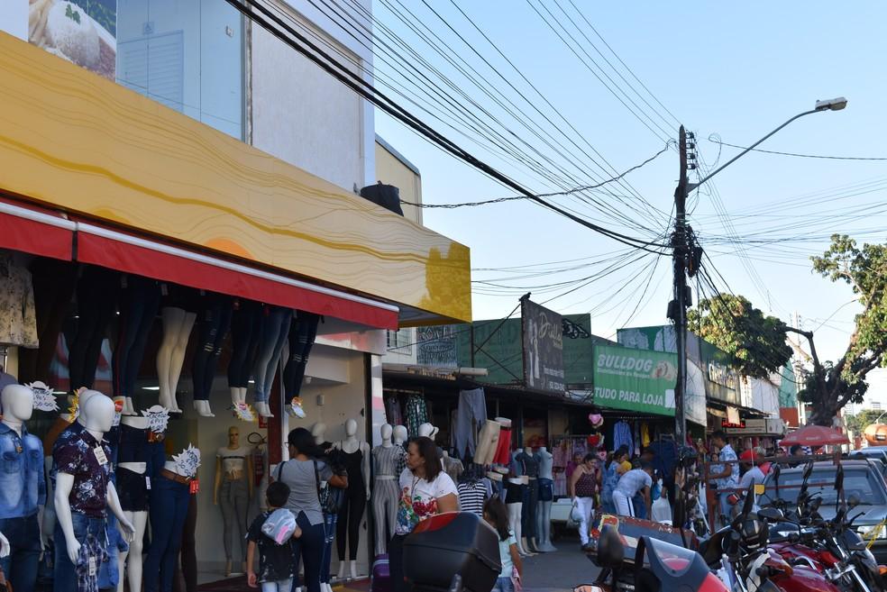 Comércio de rua no Setor Central, Rua 44, em Goiânia — Foto: Vanessa Chaves/G1