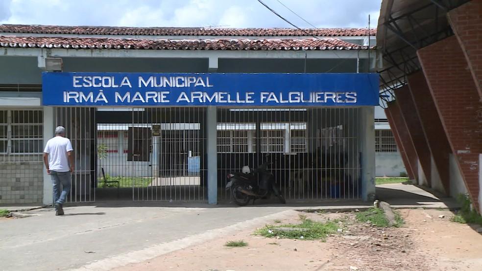 Escola de Goiana retomou atividades nesta sexta-feira (4) — Foto: Reprodução/TV Globo