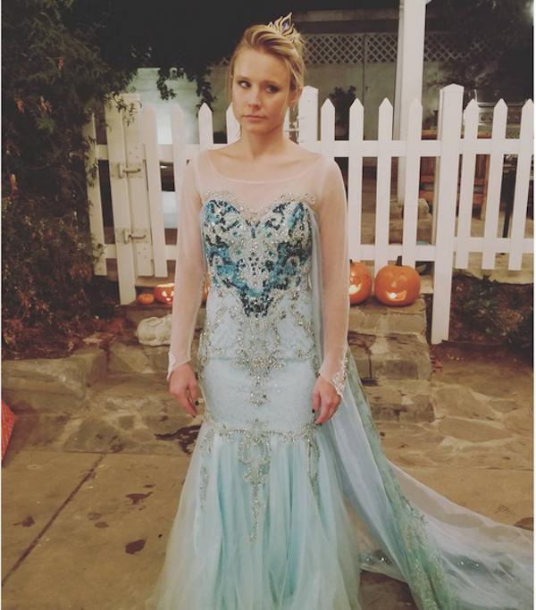 A atriz Kristen Bell, dubladora de Anna em Frozen (2013), fantasiada da personagem Elsa (Foto: Instagram)