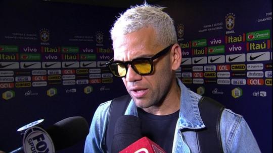 """""""Felicidade dos amigos é a minha, mesmo que seja argentino"""", diz Dani Alves"""