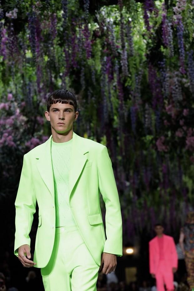 Ternos fluorescente na Semana de Moda de Milão (Foto: Reprodução/ Instagram)