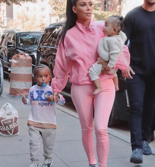 Kim com os filhos (Foto: Reprodução Instagram)