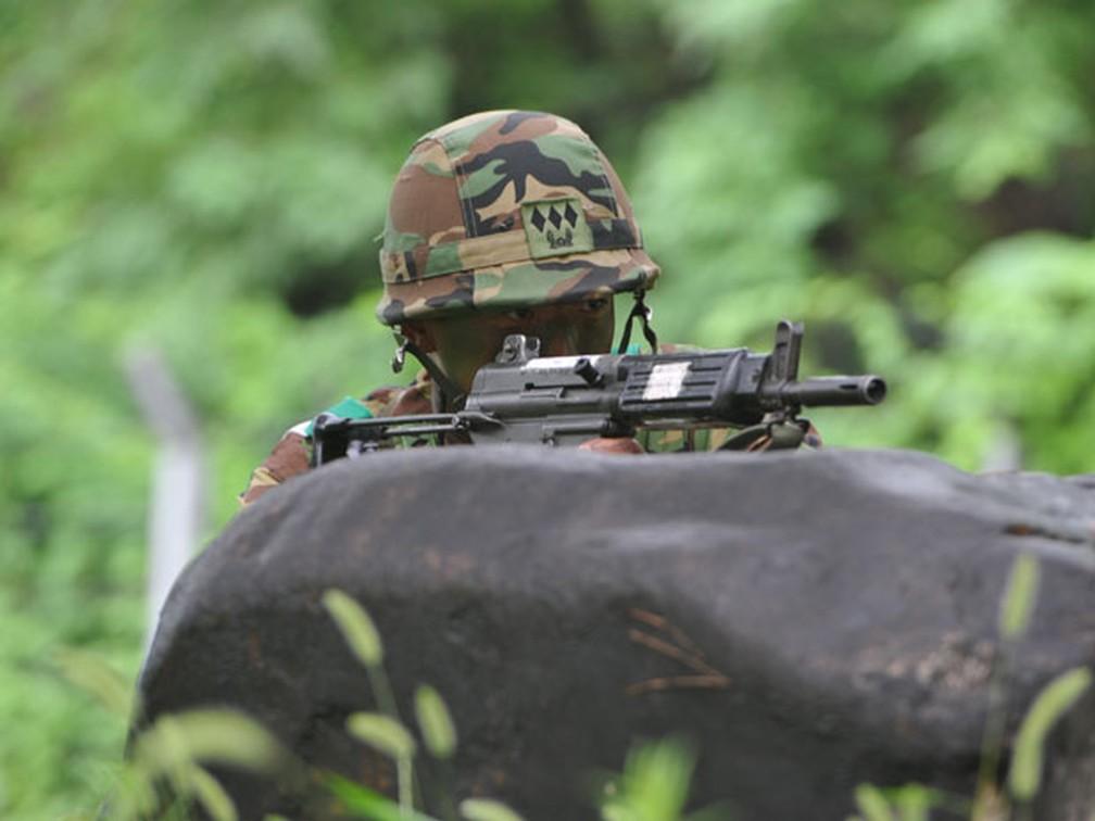 Soldado sul-coreano durante exercício militar (Foto: AFP)
