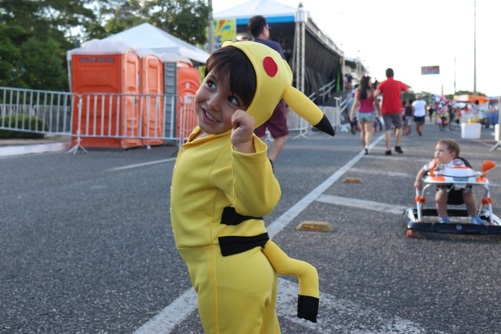 Menino com fantasia de Pikachu - Corso de Teresina 2019 — Foto: G1 Piauí