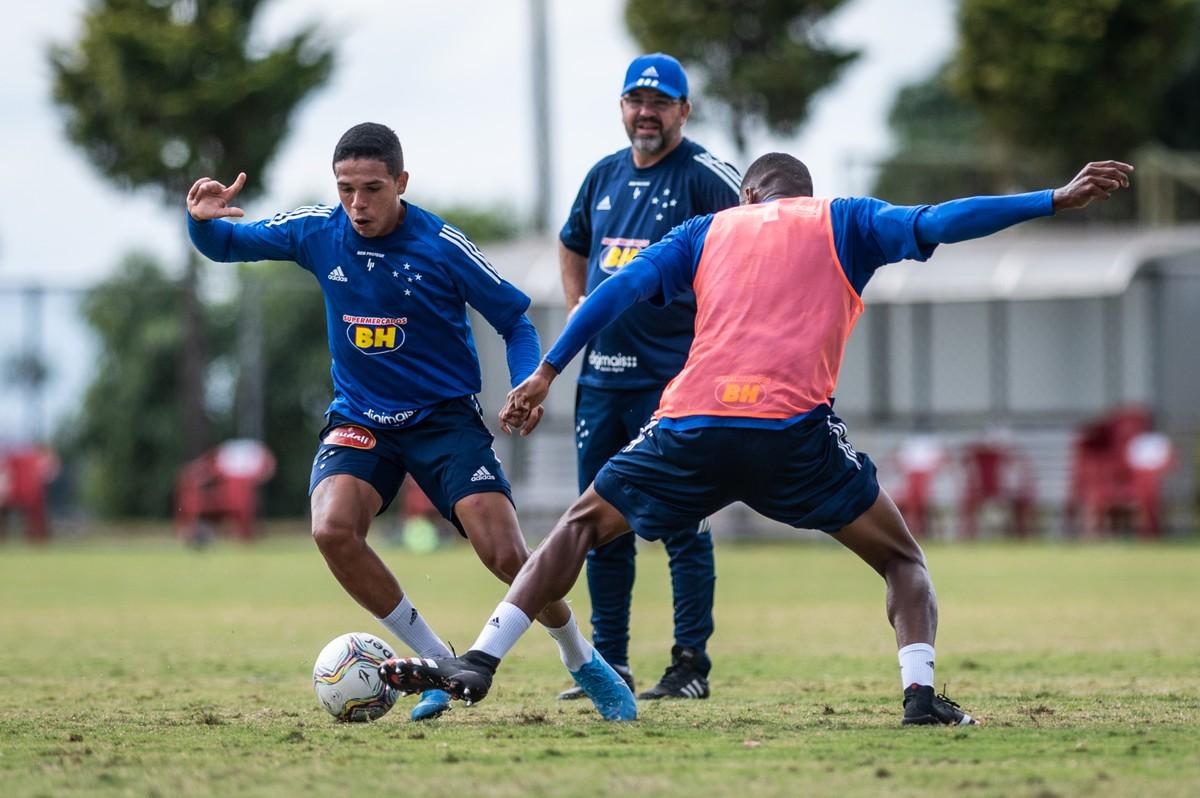Ainda sem jogos, Enderson ultrapassa três meses no Cruzeiro e é registrado no BID da CBF – globoesporte.com